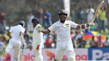 Dinesh Chandimal exults after getting to his fourth Test ton