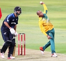 Aaron Phangiso bowled nine dots and gave three boundaries, South Africa v New Zealand, 1st T20I, Durban, August 14, 2015