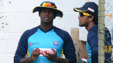 Angelo Mathews and Dinesh Chandimal have a chat