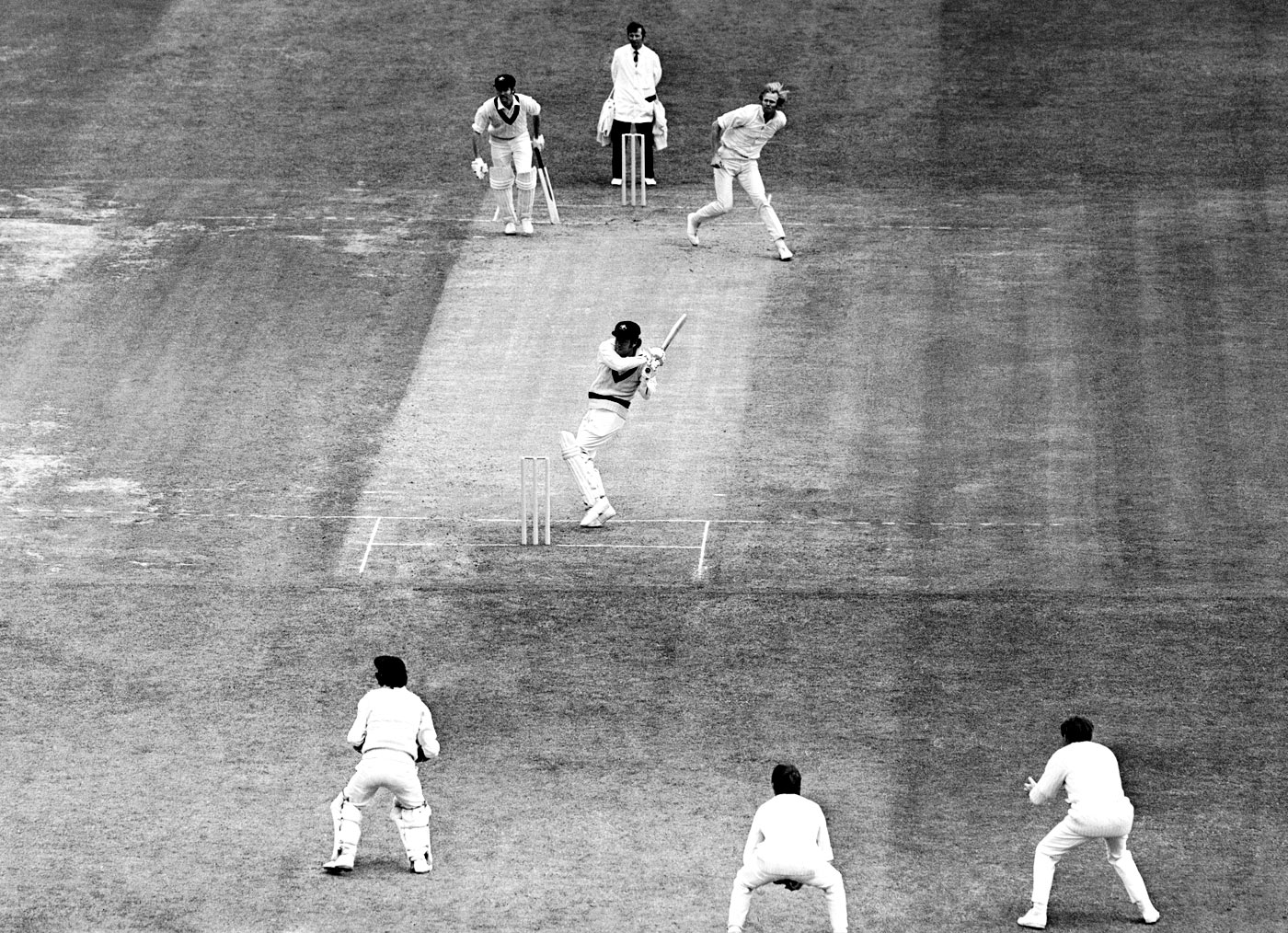 Ian Chappell preferred to not wear a helmet, relying on his expert hooking skills to counter rising balls