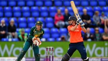 Natalie Sciver's calm innings took England towards victory