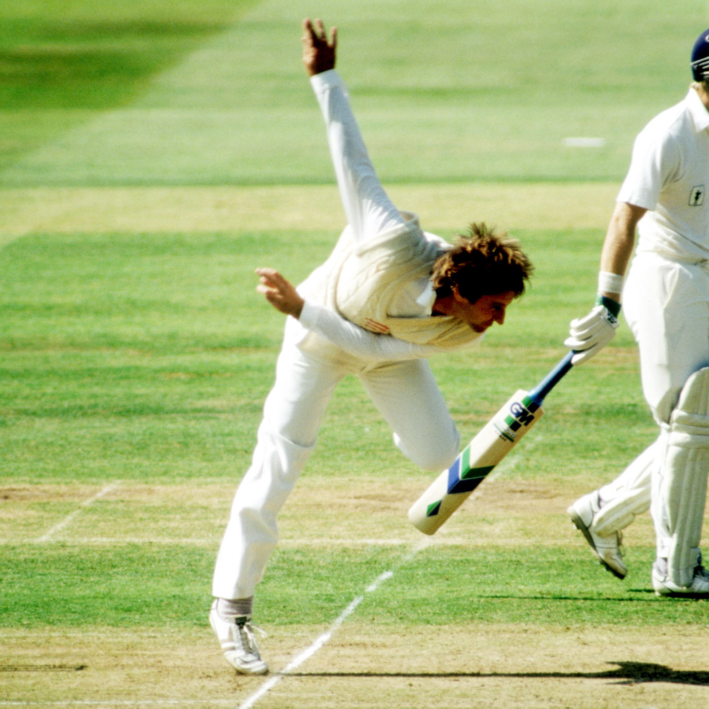 Lever bowls in the 1989 Benson & Hedges final