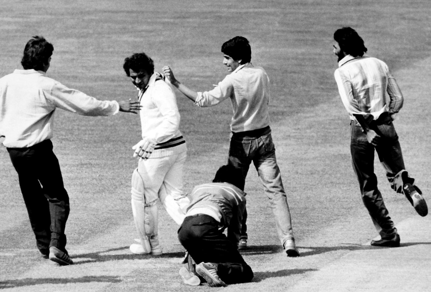 Double-hundred but no cigar: ground invaders do their thing when Gavaskar gets to the landmark