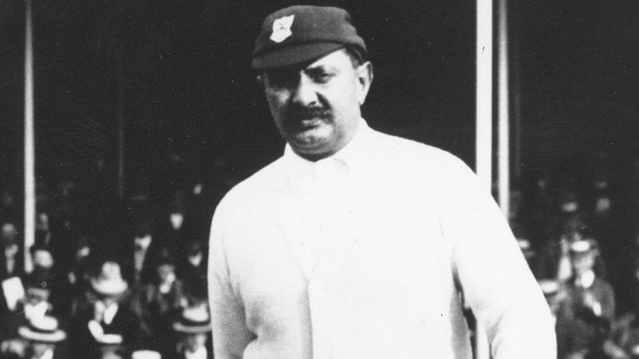 Ranjitsinhji strides into The Oval, circa 1912