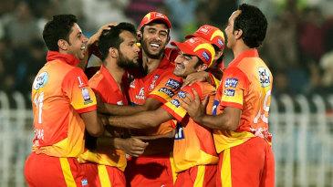 Peshawar celebrate a wicket