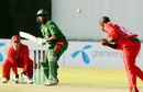 Prosper Utseya bowls to Mahbubul Alam, Zimbabwe v Bangladesh, 3rd ODI, Bulawayo, August 14, 2009