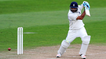 Jeetan Patel batting for Warwickshire