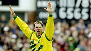 Tom Moody gets the wicket of Stuart Williams