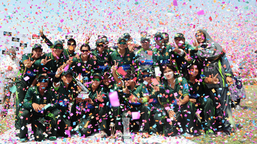 Pakistan women with the trophy