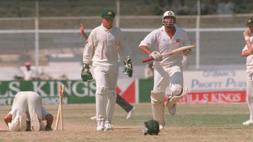 Inzamam-ul-Haq and Pakistan get a lucky escape as Ian Healy misses a crucial stumping