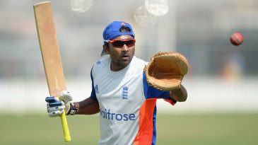 Mahela Jayawardene leads a drill in England training