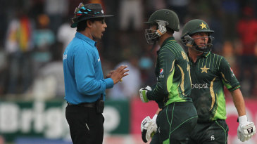 Shoaib Malik has a chat with the umpire after bad light ended the game