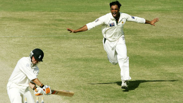 Shoaib Akhtar celebrates bowling Geraint Jones
