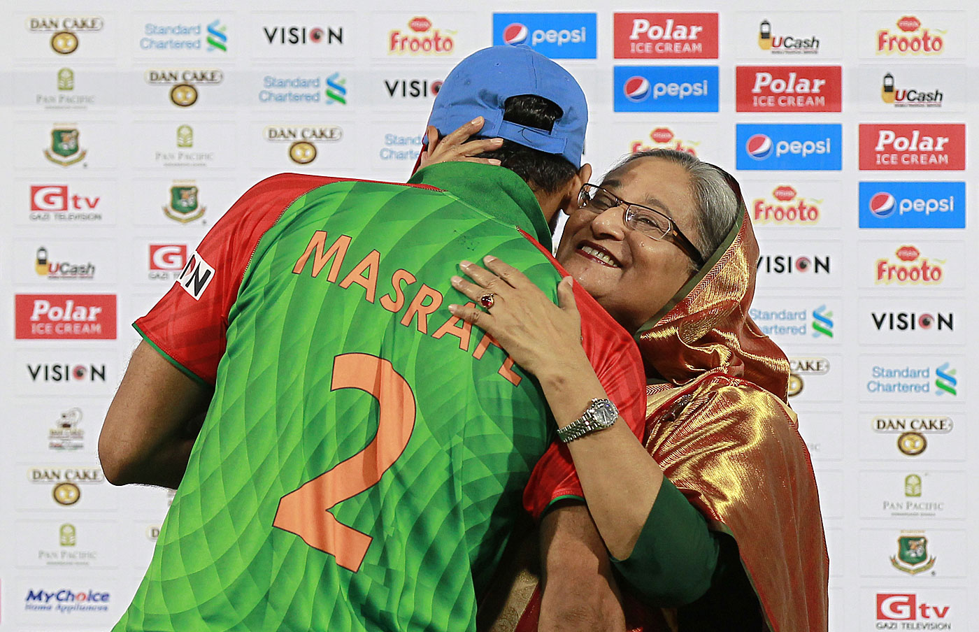 Everybody digs Mash: prime minister Sheikh Hasina shows her gratitude to the country's one-day captain after his side swept Pakistan earlier this year