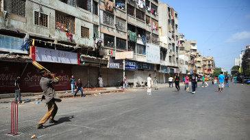 Street cricket in Karachi during a strike
