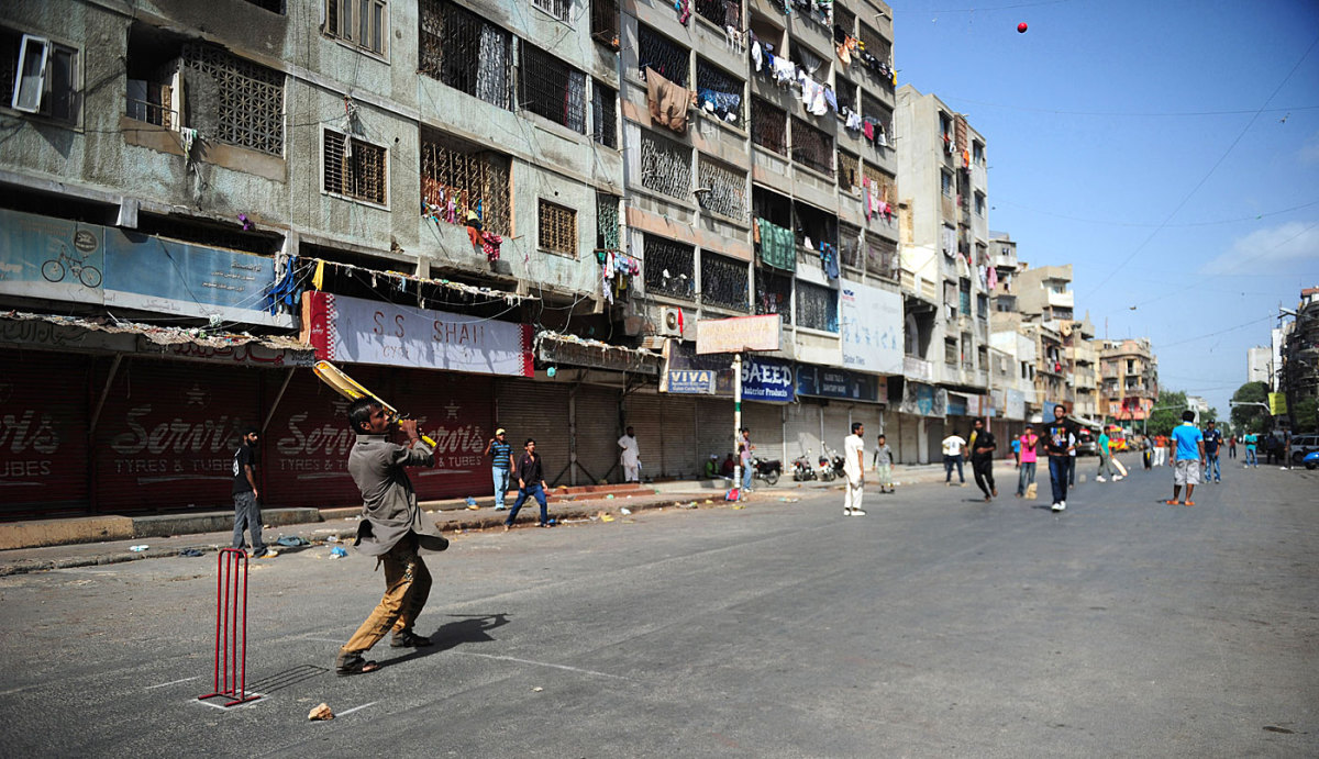 Street cricket in Karachi during a strike