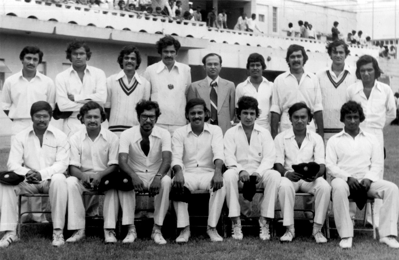 Ramnarayan (standing, fourth from left) in the 1978-79 Andhra Bank squad, led by S Venkataraghavan (sitting, fourth from left)