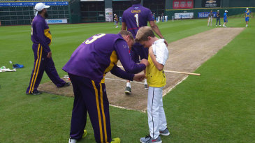 Shane Warne treats a young fan to his autograph