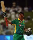 Younis Khan salutes the crowd after his final ODI innings, Pakistan v England, 1st ODI, Abu Dhabi, November 11, 2015
