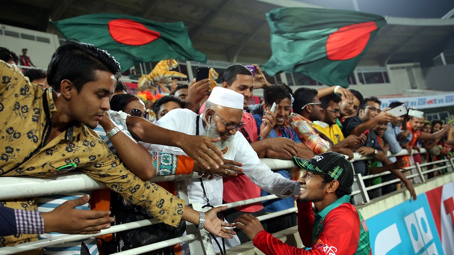 Mushfiqur Rahim celebrates with the Mirpur crowd after the 3-0 sweep