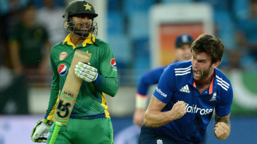 Reece Topley got rid of Shoaib Malik with a full toss