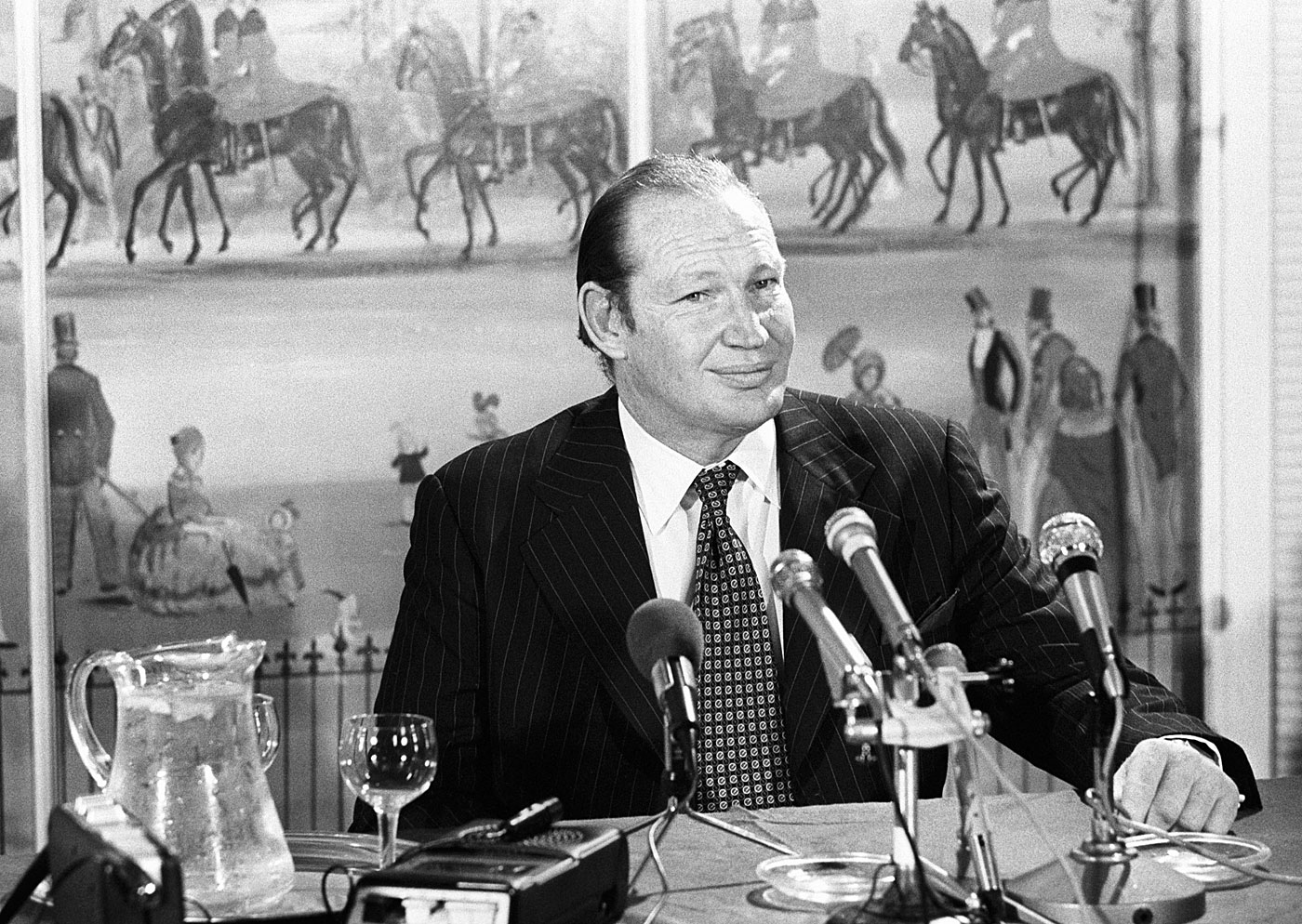 Kerry Packer at a press conference