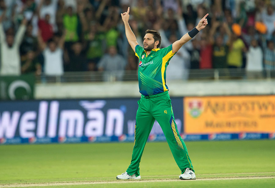 Shahid Afridi takes four wickets for Dhaka Dynamites in the Bangladesh Premier League