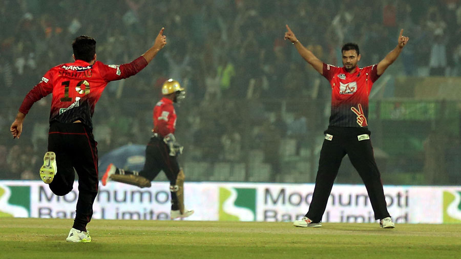 Mashrafe Mortaza celebrates the wicket of Ryan ten Doeschate