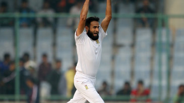Imran Tahir thinks he has a wicket