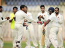 Ramesh Powar was a given a guard of honour by Mumbai, Mumbai v Gujarat, Ranji Trophy 2015-16, Mumbai, December 4, 2015