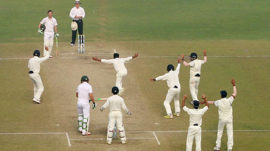 Ravindra Jadeja appeals for the wicket of Faf du Plessis