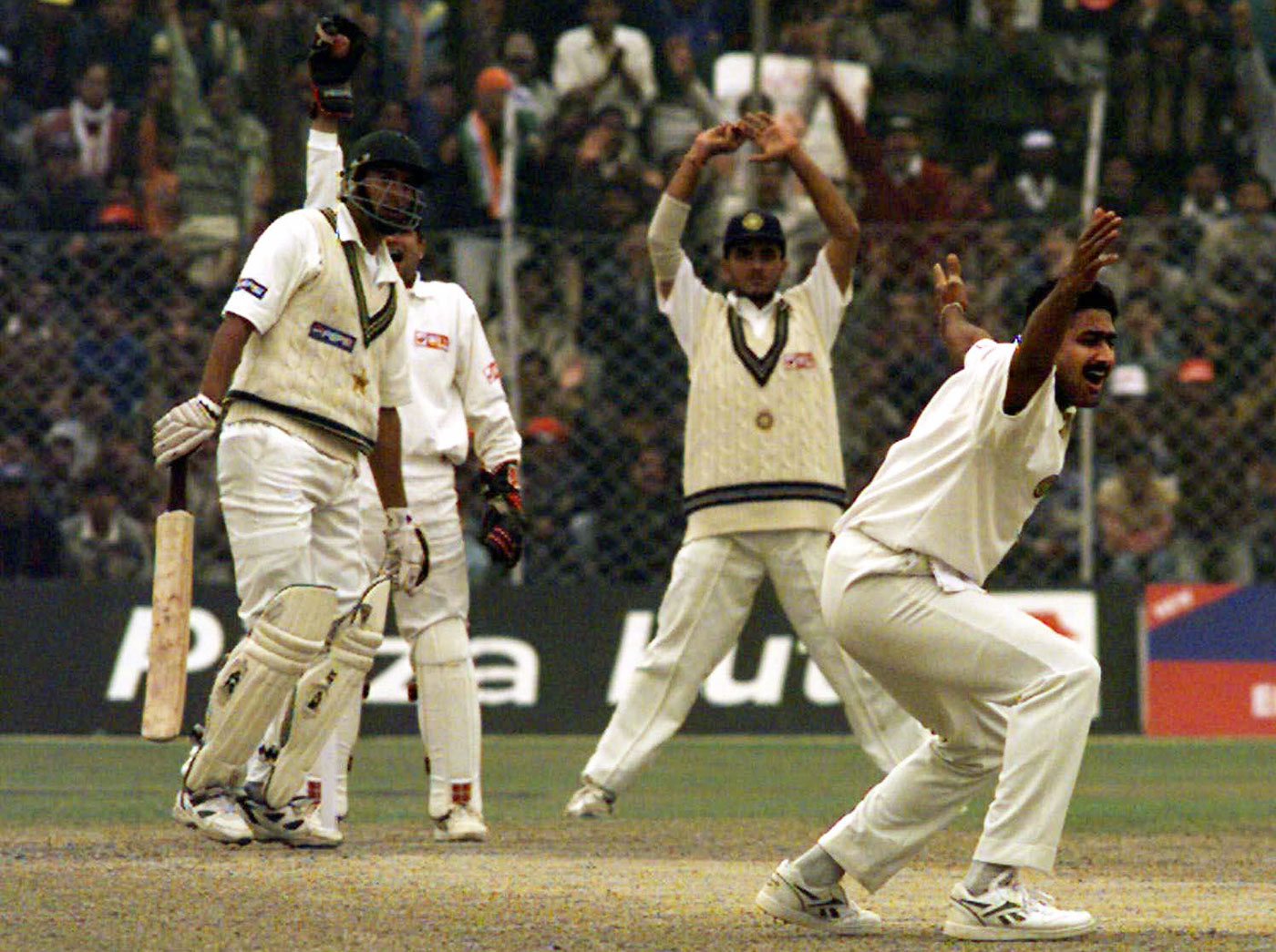 Anil Kumble appeals for the final wicket to complete the 'Perfect Ten'
