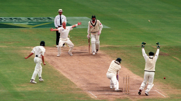 Shane Warne bowls Jacques Kallis, his 300th Test wicket