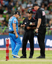 Umpires Greg Davidson and Gerard Abood inspect the ball with Brad Hodge, Sydney Thunder v Adelaide Strikers, BBL 2015-16, Sydney, December 28, 2015