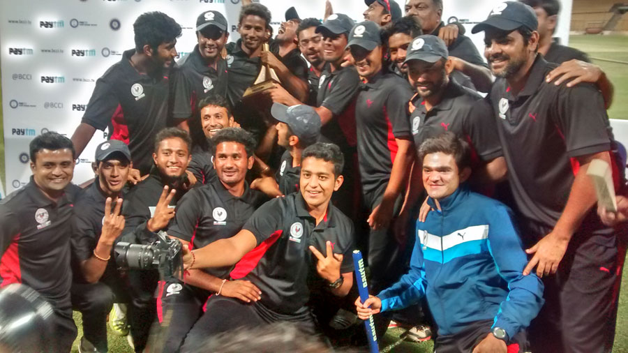 The Gujarat team celebrates its victory