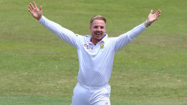 Stiaan van Zyl chipped out three wickets