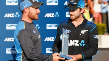 Brendon McCullum and Kane Williamson receive the trophy together