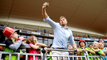 Andrew Flintoff gets involved with the fans