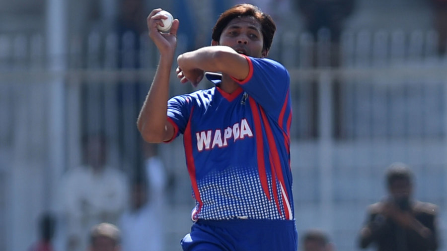 Mohammad Asif in his delivery stride