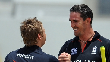 Luke Wright and Kevin Pietersen congratulate each other