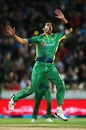 Umar Gul lets out a roar after a missed chance,  New Zealand v Pakistan, 2nd T20I, Hamilton, January 17, 2016