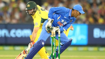 Dhoni knocks the bails off to catch Mitchell Marsh short