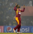 Sikandar Raza took two wickets in two overs, Bangladesh v Zimbabwe, 3rd T20, Khulna, January 20, 2016