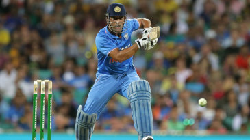 MS Dhoni scratched around for 34