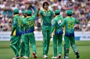 Mohammad Irfan took two wickets, New Zealand v Pakistan, 1st ODI, Basin Reserve, Wellington, January 25, 2016