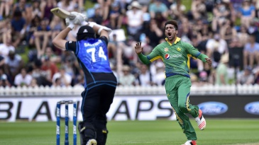 Mohammad Amir reacts as Mitchell Santner leaves a close one