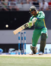 Shoaib Malik chops one through the off side, New Zealand v Pakistan, 3rd ODI, Auckland, January 31, 2016