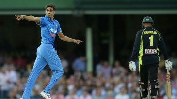 Ashish Nehra celebrates the wicket of Usman Khawaja