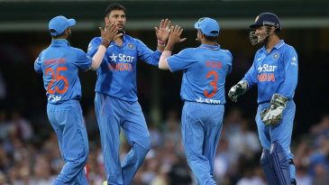 Yuvraj Singh struck first ball to dismiss Glenn Maxwell
