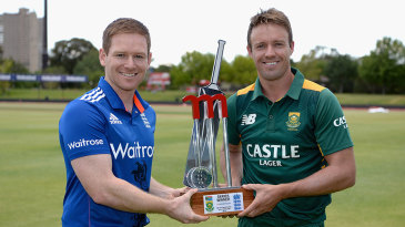 Eoin Morgan and AB de Villiers with the one-day trophy
